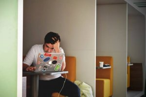 How to Balance School and Work While You Are in College